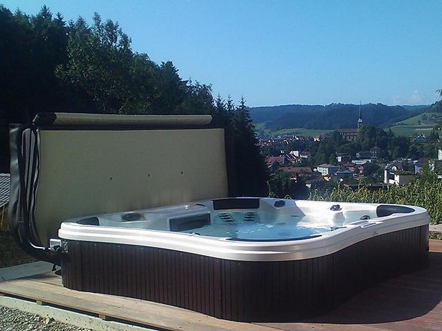 Whirlpool versenkt 2 - Sauna whirlpool ...